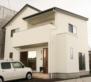 s-真っ白な外壁と片流れ屋根にこだわって