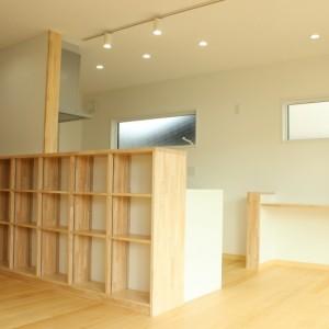 キッチン裏本棚