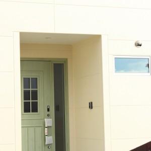 グリーンの玄関ドア